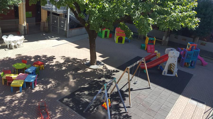 Il giardino interno della scuola materna Sacra Famiglia